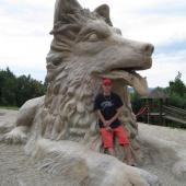 Lukáš u sochy Chodského psa.