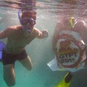 Lukáš při šnorchlování u korálového útesu