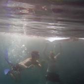 Lukáš pod vodou s patronem projektu